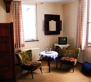 Cocktail-Sesselchen und TV Hotel Graf Rolshausen