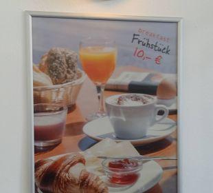 Hinweis zum leckeren Frühstücksbuffet Hotel Zleep Hamburg City
