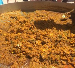 Paella kochen am Strand Now Larimar Punta Cana