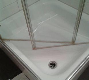 Duschglaswand Ablagerungen am unteren Rand Hotel Monaco