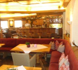 Grosse Bar und Sitzmoglichkeiten  Hotel Alpin Spa Tuxerhof