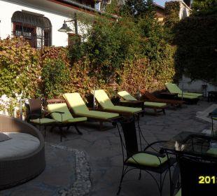 Sitzgelegenheiten beim Pool Aspen Hotel