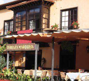 Eingangsbereich mit Restaurant-Terrasse