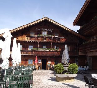 Terrasse und Eingangsbereich Alpengasthof Enzianhof