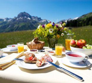Sommer Frühstückstisch Hotel Mohnenfluh