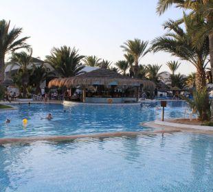 Grosser sauberer Pool Hotel Fiesta Beach Djerba