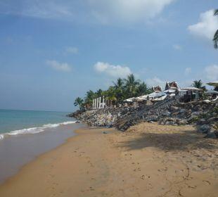 Hotel-Strand zur re. Seite Hotel Mukdara Beach Villa & Spa Resort