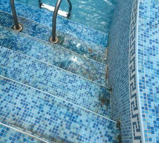 Dreckiger Pool Victoria Palace Hotel & Spa