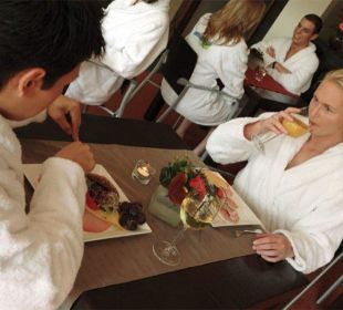 Bistro im SPA mit vielen leckeren Snacks Eve Resort & Spa