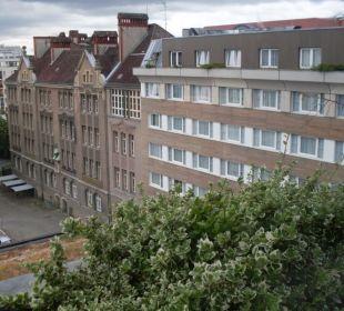 Abendlicher Blick zum Innenhof Hotel Crowne Plaza Berlin City Centre
