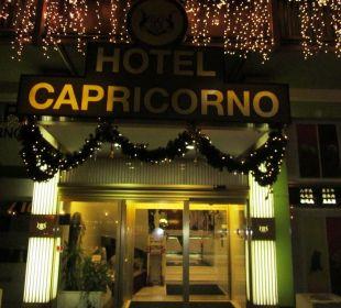 L'ingresso dell'hotel, in una sera d'inverno. Hotel Capricorno