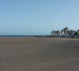 Riesiger Strand mit Blick auf das Hotel Hotel Las Costas
