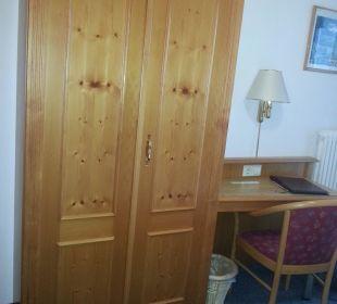 Schrank mit Schreibtisch Hotel Trifthof
