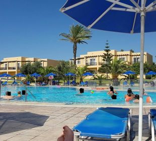 Einer der beiden Pools Hotel Horizon Beach Resort