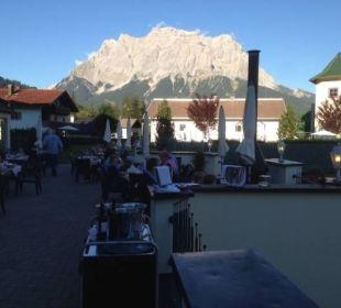 Abendessen auf der Terrasse Leading Family Hotel & Resort Alpenrose
