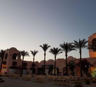 Blick auf das Hotel von der Straße  Hotel Le Pacha Beach Resort