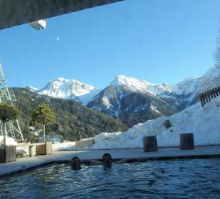 Blick vom Pool zur Piste Kronplatz-Resort Berghotel Zirm
