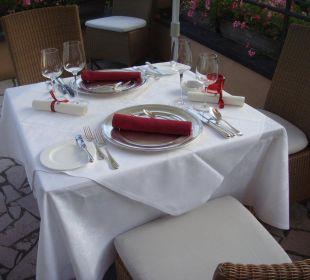 Essen auf der Terrasse,, Hotel Schloss Mönchstein