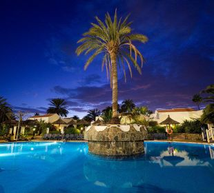 Piscina noche Apartments and Bungalows Sol Barbacan
