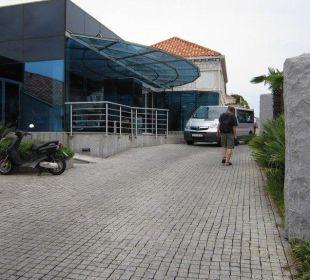 Entrance Hotel Bellevue
