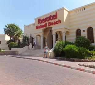 Hoteleingang vom Auffahrt aus Hotel Iberotel Makadi Beach