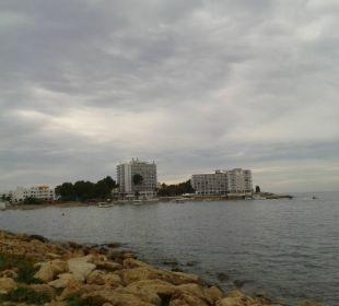 Blick auf das Hotel von der Küste Fiesta Hotel Milord