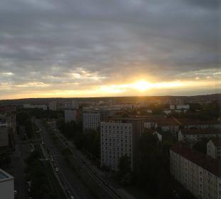 Sonnenaufgang vom Zimmer aus gesehen Pullman Dresden Newa