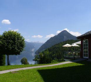 Rechts das Restaurant Mondi-Holiday Seeblickhotel Grundlsee