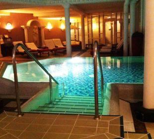 Innenbereich mit Liegen Romantischer Winkel SPA & Wellness Resort