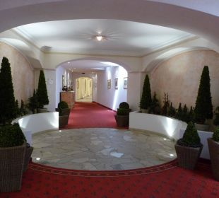 Durchgang zu Tiefgarage Alpines Lifestyle Hotel Tannenhof