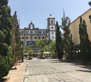 Platz und Weg zum Restaurant Lopesan Villa del Conde Resort & Spa