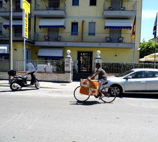 Blick von der andern Strassenseite Hotel Fortunella