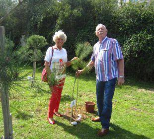 Als Stammgäste bei der Baumpflanzung Hotel Concorde De Luxe Resort