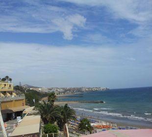 Von der Terrasse aus links Hotel Atlantic Beach Club