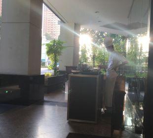 Morgns beim Frühstück Park Hotel Clarke Quay