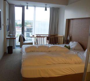 Doppelbett, Blick zum Fenster Pullman Dresden Newa