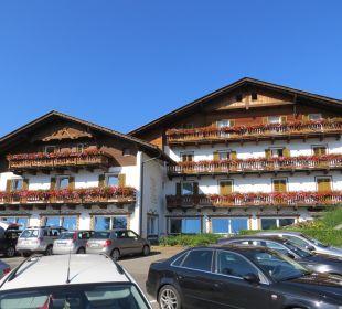 Vista laterale hotel e parcheggio Hotel Steineggerhof