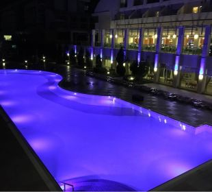 Pool at night Hotel Titan Select