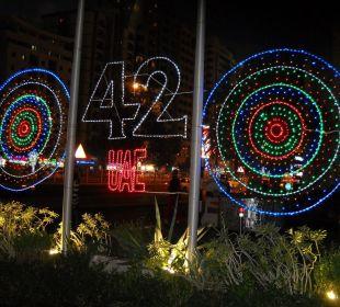 Beleuchtungsdeko vor Hotel 42 Jahre UAE Hotel Grand Millennium Al Wahda Abu Dhabi