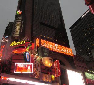 Abendansicht Crowne Plaza Hotel Times Square Manhattan