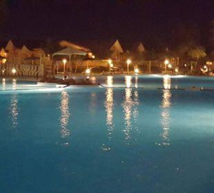 Bei Nacht, traumhaft Jungle Aqua Park