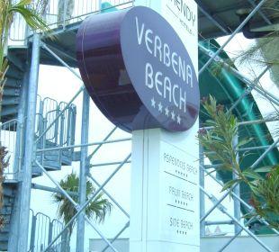 Hotelschild am Strand