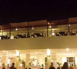 Blick von Terrasse auf Lobby und ital. Restaurant