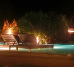 Pool bei Nacht C&N Kho Khao Beach Resort