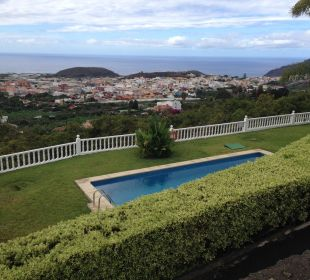 Ausblick auf Pool und Garten Villen Los Lomos