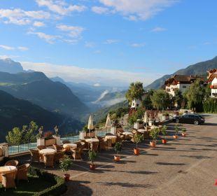 Blick vom Balkon auf Terrasse   Berglandhotel Untertheimerhof