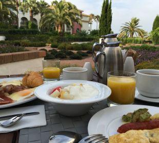 Frühstück im Garten Fuerte Conil & Costa Luz Resort