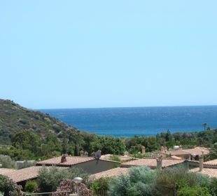 Blick vom unteren Pool zum Meer Hotel Cruccuris Resort