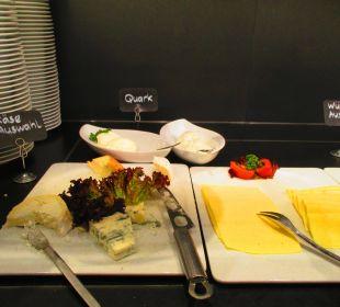 Frühstücksbuffet SORAT Hotel Saxx Nürnberg