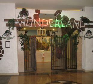 Eingang zum Wonderland Hotel Oleander